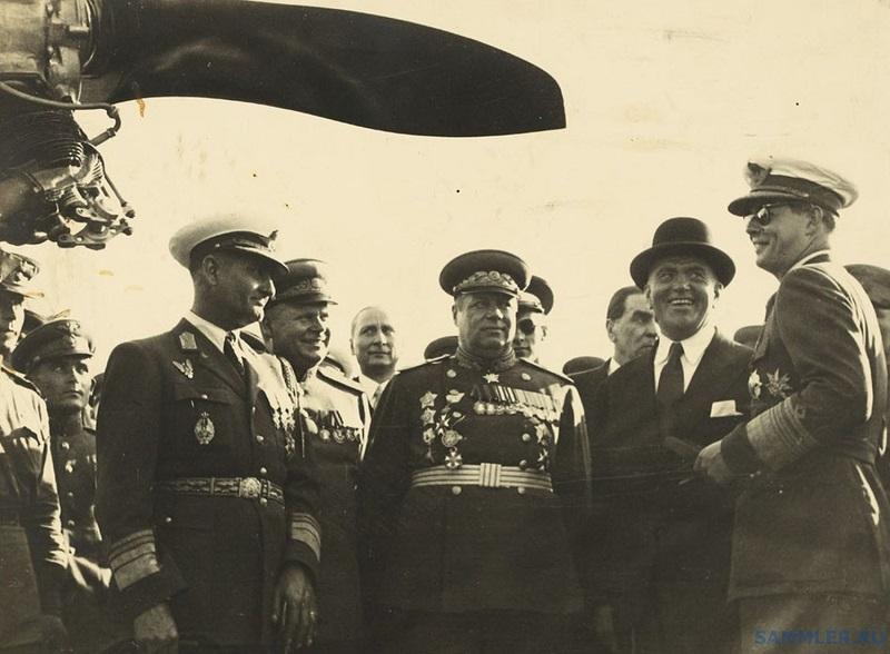 Король Михай с орденом справа 1946-8_thumb