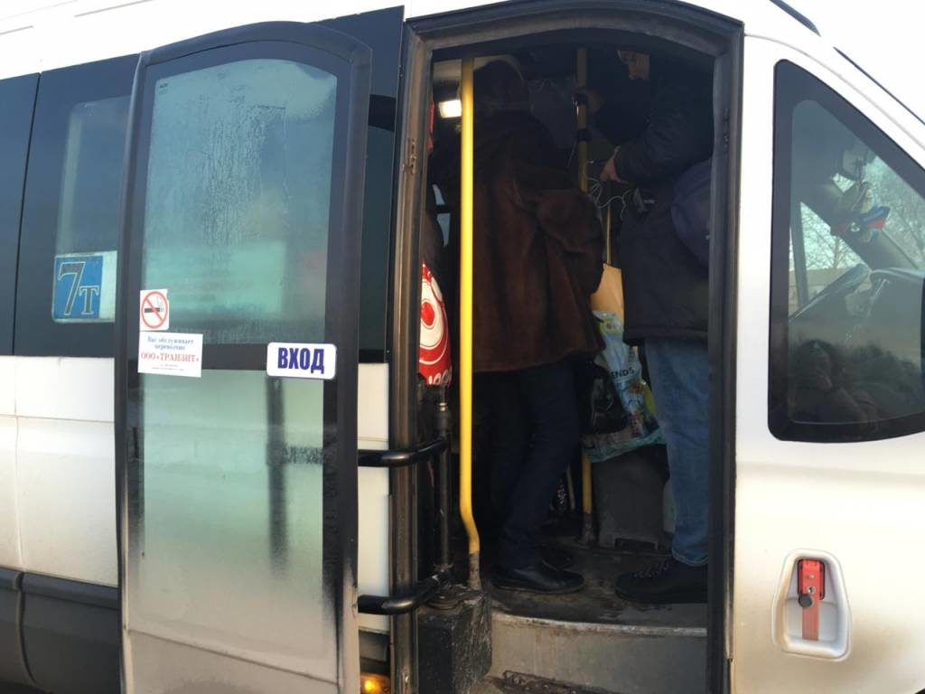 В Перми стоящих в салоне в салоне пассажиров высаживают на полпути