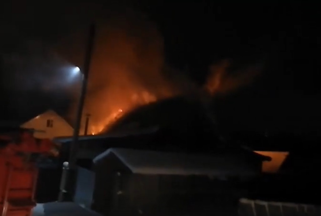 В Перми горит жилой дом