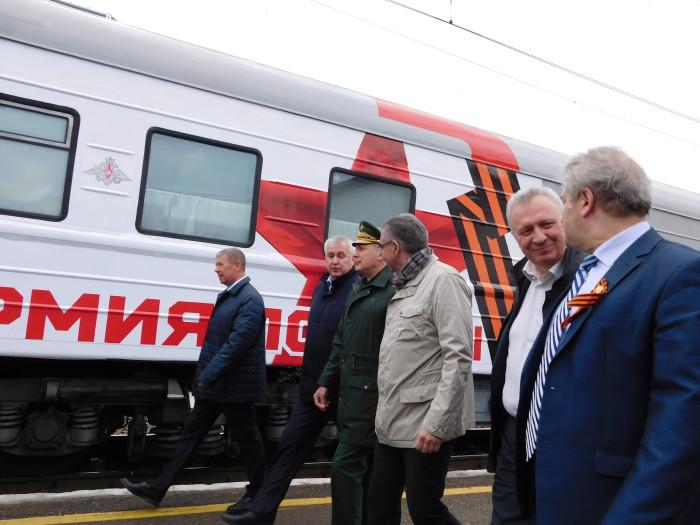 поезд --