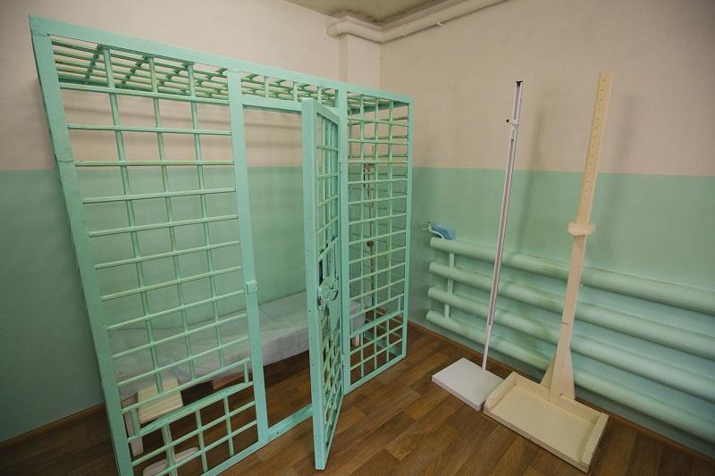 Медицинский и процедурный кабинет. Эта камера предназначена для установки капельницы заключённому, когда с него необходимо снять наручники