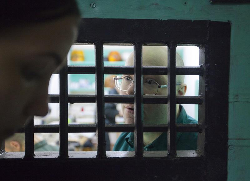 Спецкор «МВ» Анна Букатова берёт интервью у заключённого